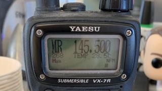 Display eines YEASU-Funkgeräts zeigt 145.500